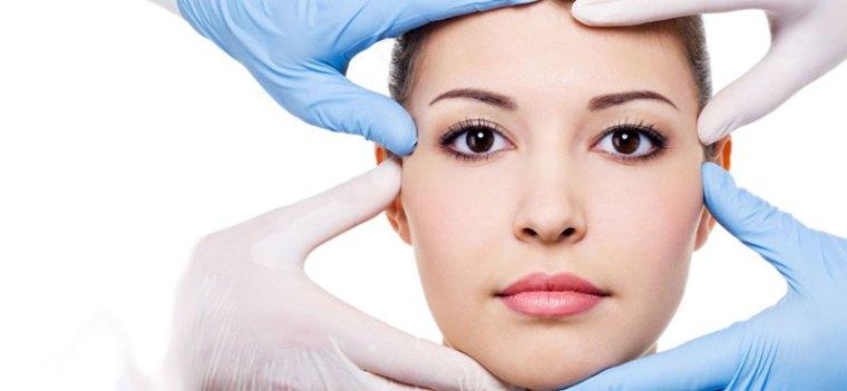 Dermatologist-acne-scars